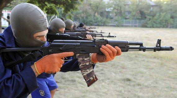 """AFP/""""Scanpix"""" nuotr./Ukrainos savanoriai mokymuose"""