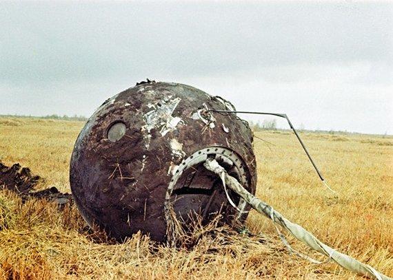 """AFP/""""Scanpix"""" nuotr./Už 700 km į pietryčius nuo Maskvos sėkmingai nusileidusi """"Vostok-1"""" kosminio laivo kapsulė."""