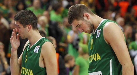 FIBA/Liusjeno Kulbio nuotr./Mantas Kalnietis ir Jonas Valančiūnas