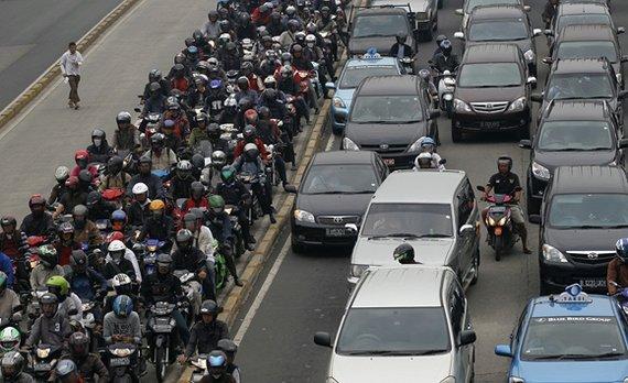 """Reuters""/""Scanpix"" nuotr./Transporto spūstis Džakartoje"