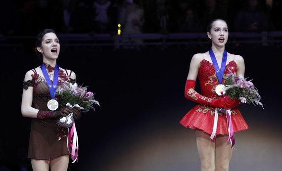 """""""Scanpix""""/AP nuotr./Jevgenija Medvedeva prlaimėjo Europos čempionato kovą savo tautietei Alinai Zagitovai"""