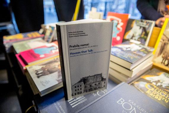 "Juliaus Kalinsko / 15min nuotr./Knyga ""Prabilę namai. Žydų gatvės kasdienybė XIX-XX a. (iki 1940 m.)"""