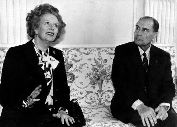 """Reuters""/""Scanpix"" nuotr./Margaret Thatcher ir Prancūzijos prezidentas Francoisas Mitterrandas (1987 m.)"