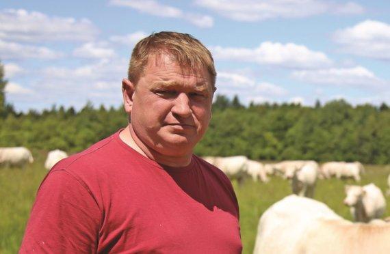 Giedrės Minelgaitės nuotr./Virmantas Ivanauskas neslepia – iš tiesų vaikai bei paaugliai žemės ūkyje tapo itin geidžiamais pagalbininkais