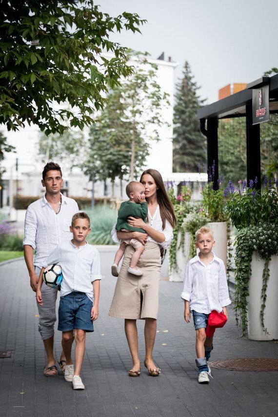 Ogmios miesto nuotr./Vaida ir Deividas Česnauskiai su vaikais
