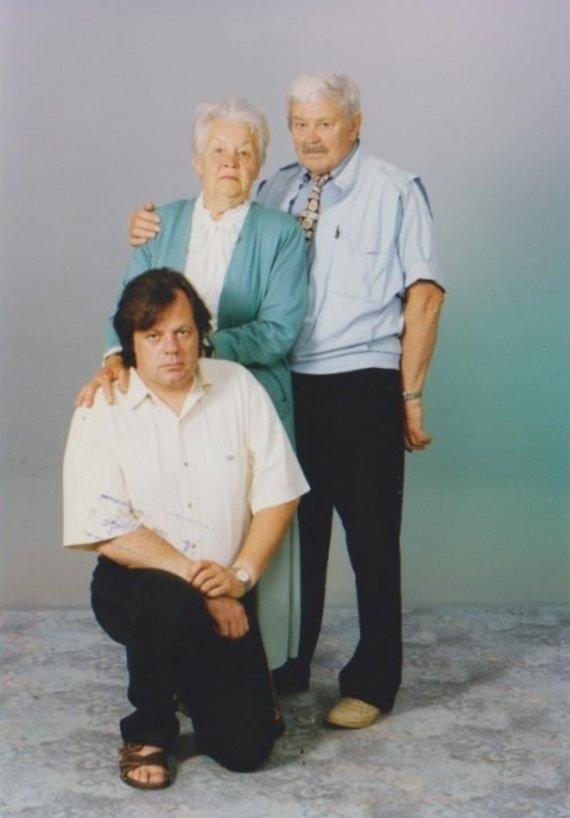 A.Aleksandravičiaus nuotr./Donatas Banionis su žmona Ona ir sūnumi Raimundu (1996 m.)