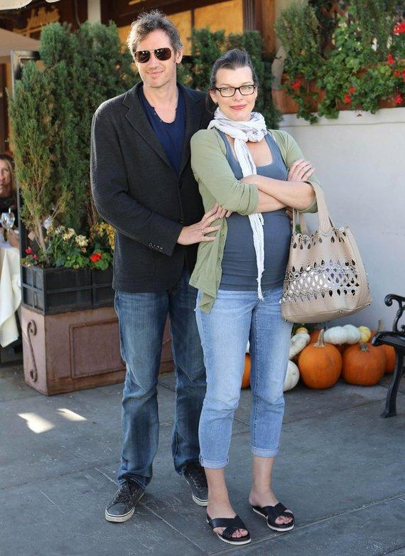 """""""Scanpix""""/""""Caters News Agency"""" nuotr./Milla Jovovich ir Paulas W.S. Andersonas Los Andžele"""