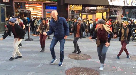 Kadras iš vaizdo įrašo/Seanas Murdochas (centre)
