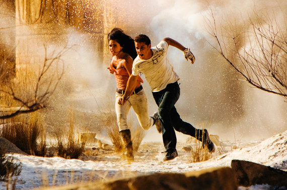 """Kadras iš filmo/Megan Fox ir Shia LaBeoufas filme """"Transformeriai: nugalėtųjų kerštas"""" (2009 m.)"""