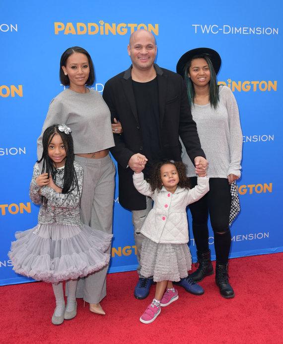 Vida Press nuotr./Mel B su vyru Stephenu Belafonte ir dukromis