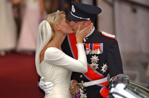 """""""Scanpix"""" nuotr./Norvegijos princo Haakono ir princesės Mette-Marit vestuvės (2001 m.)"""