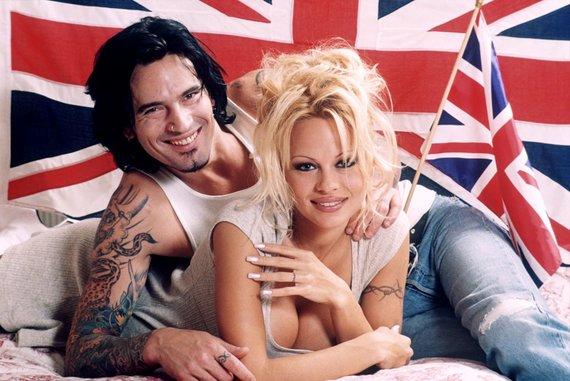 Vida Press nuotr./Pamela Anderson su pirmuoju vyru Tommy Lee (1995 m.)