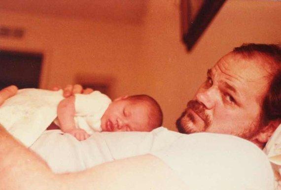 """Instagram"" nuotr./Meghan Markle kūdikystėje su tėčiu"