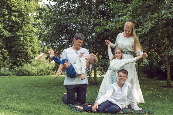 Vilijos Graužinytės nuotr./Loreta Sungailienė su vyru Daliumi ir vaikais Viliumi, Liepa bei Giriumi