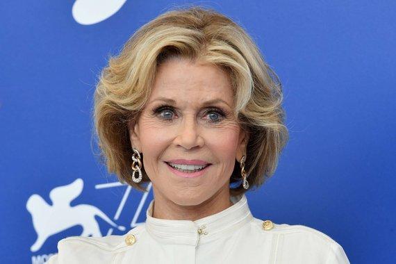 """""""Scanpix"""" nuotr./Taip Jane Fonda atrodė rugsėjo pradžioje, su jai įprasta daugybę metų nekeista šukuosena"""