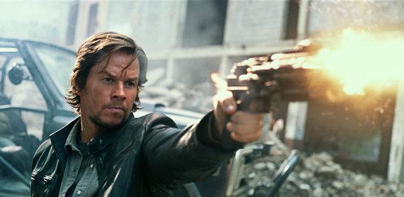 """Kadras iš filmo/Markas Wahlbergas filme """"Transformeriai: paskutinis riteris"""""""