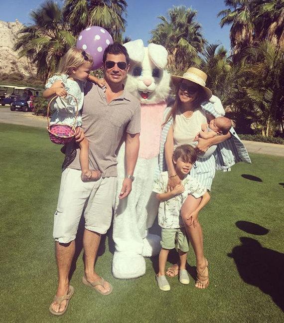 """""""Instagram"""" nuotr./Nickas ir Vanessa Lachey su vaikais"""
