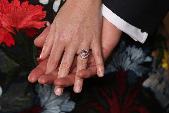 """AFP/""""Scanpix"""" nuotr./Princesės Eugenie sužadėtuvių žiedas"""