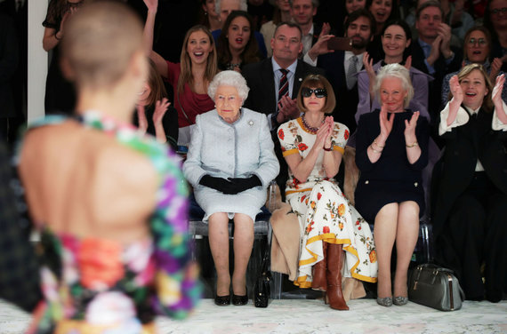 """Reuters""/""Scanpix"" nuotr./Karalienė Elizabeth II ir Anna Wintour"