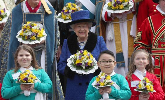 """AFP/""""Scanpix"""" nuotr./Karalienė Elizabeth II Didžiojo ketvirtadienio pamaldose"""