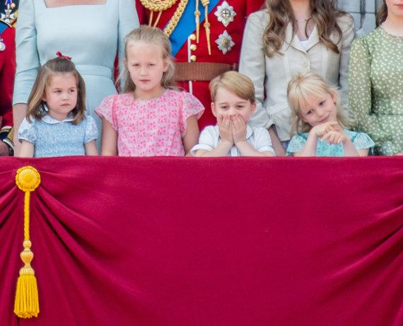"""""""Scanpix""""/""""SIPA"""" nuotr./Karališkosios šeimos vaikai Bakingamo rūmų balkone"""