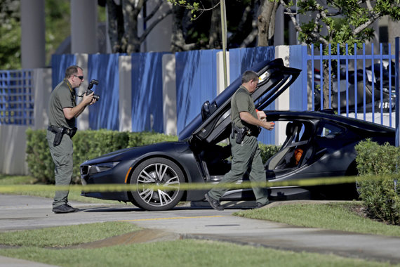 """Scanpix""/AP nuotr./Įvykio vietoje, kur buvo nušautas reperis XXXTentacion"