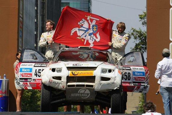 Tomo Tumalovičiaus nuotr./Benediktas Vanagas ir Saulius Jurgelėnas važiuoja Dakaro podiumu