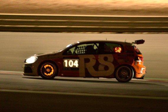"Komandos nuotr./""R8 Motorsport"" komanda Dubajaus 24 val. lenktynėse"