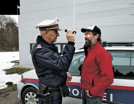 """""""Autobild"""" nuotr./Policininkas Johannas Peherstorferis: """"Pagal automobilio vairuotojo vyzdžius atpažįstama, ar jis vartojo narkotikų"""""""