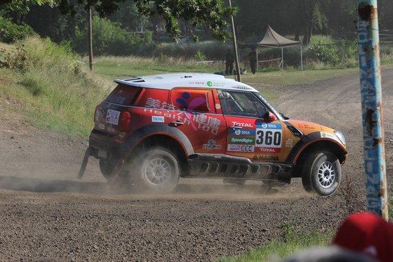 Tomo Markelevičiaus/15min.lt nuotr./Dėl avarijos nutrauktas Dakaro ralio prologas