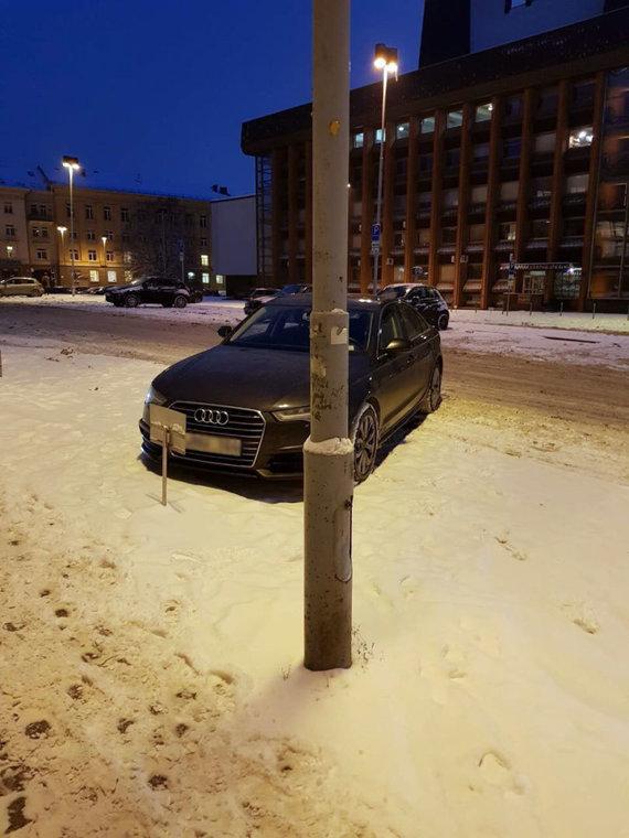 "15min skaitytojo nuotr. /""Geosmart"" automobilis prie ŽŪM"