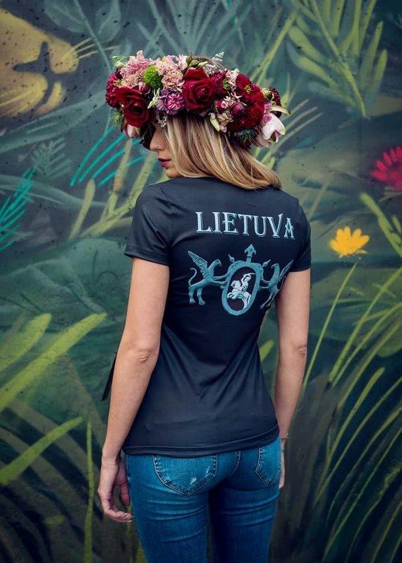Asmeninio archyvo nuotr./Aleksandro Pogrebnojaus kurti marškinėliai