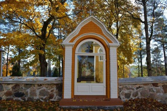 Rūtos Averkienės nuotr./Marcinkonių bažnyčios Kančių kelio stotys