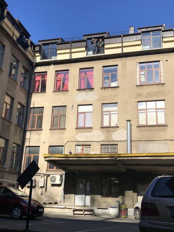 15mins photo/Returns at Railway Apartments