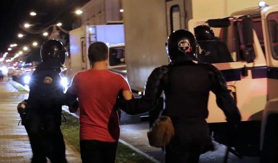 2020 m. rugpjūčio 11 d. Gomelyje įvyko masiniai ne tik protestuotojų, bet ir atsitiktinių žmonių areštai / Video kadras iš svetainės gomel.today