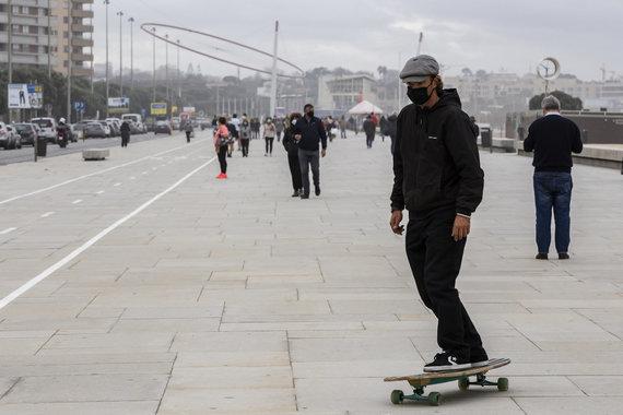 """""""Scanpix"""" nuotr./Portugalijoje draudžiama būriuotis"""
