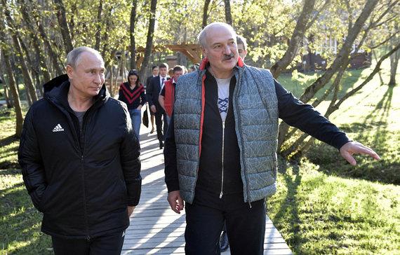 """""""Reuters""""/""""Scanpix"""" nuotr./V.Putinas apsilankė Baltarusijos prezidento A.Lukašenkos tėviškėje"""