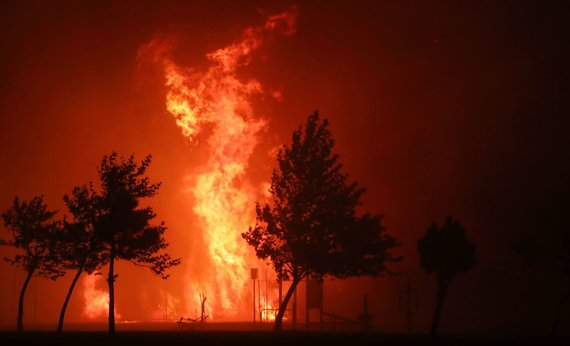 """""""Scanpix"""" nuotr./Kalifornijoje siaučiantys gaisrai pasiekė Los Andželą"""