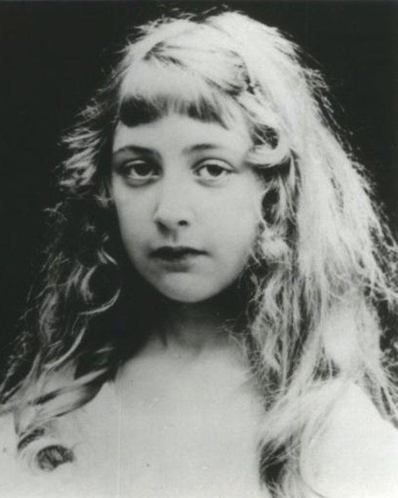wikimedia.org nuotr./Anglų rašytoja Agatha Christie vaikystėje (1890–1976)