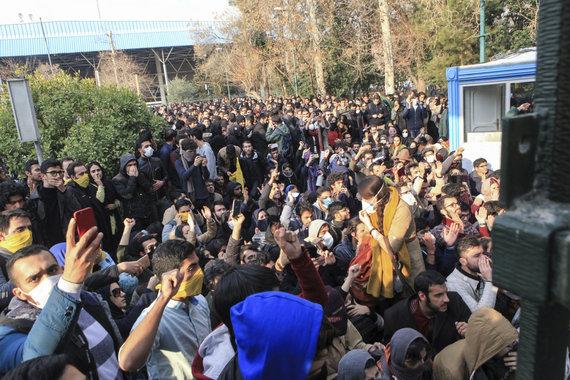 """""""Scanpix"""" nuotr./Irane protestuotojai išėjo į gatves"""