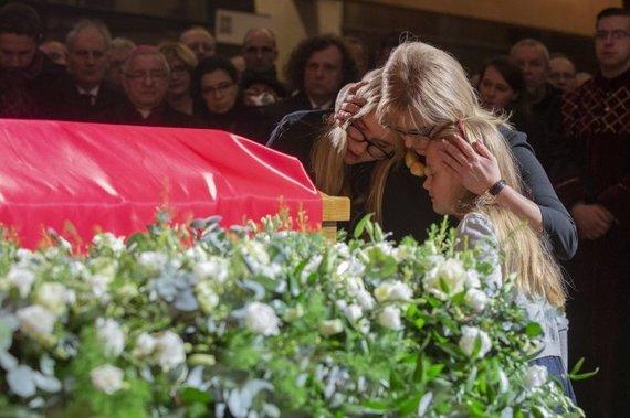 gdanskas.pl nuotr./Nužudyto mero Pawelo Adamowicziaus našlė Magda su dukromis