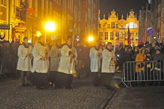 Violetos Grigaliūnaitės/15min nuotr./Pawelo Adamowicziaus palaikai pervežti į Gdansko Šv. Mergelės Marijos baziliką