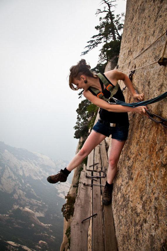 Asmeninio archyvo nuotr./Berta laipioja stačiomis Kinijos uolomis