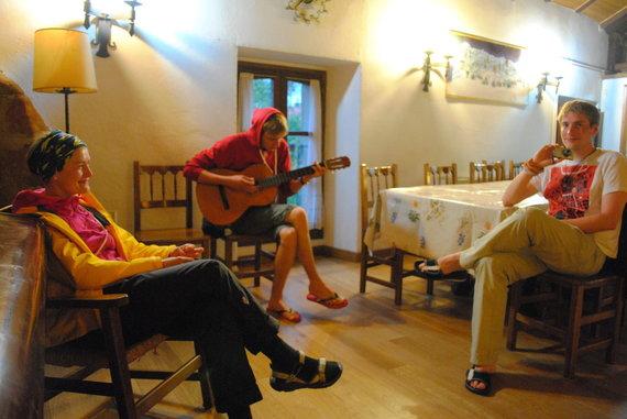 Ch. Kim nuotr./4. Prie stalo dainų pasirodė maža – po vakarienės dainuojame toliau