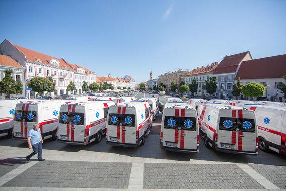 Luko Balandžio / 15min nuotr./Naujų greitosios medicinos pagalbos automobilių perdavimas