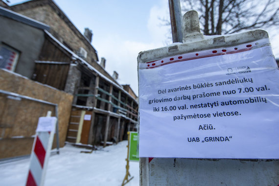 Luko Balandžio / 15min nuotr./Avarinės būklės mūriniai sandėliukai Šv. Stepono gatvėje