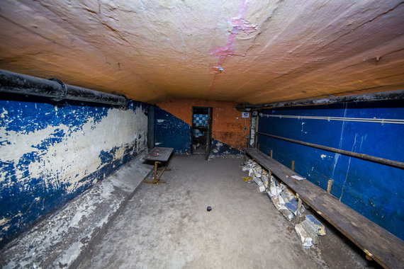 """Luko Balandžio / 15min nuotr./Apleista bombų slėptuvė, kurioje vėliau buvo įsikūręs pankų klubas """"Bombiakas"""""""