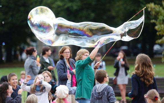 """Luko Balandžio/Žmonės.lt nuotr./""""Burbuliatoriaus"""" akcijos akimirka"""