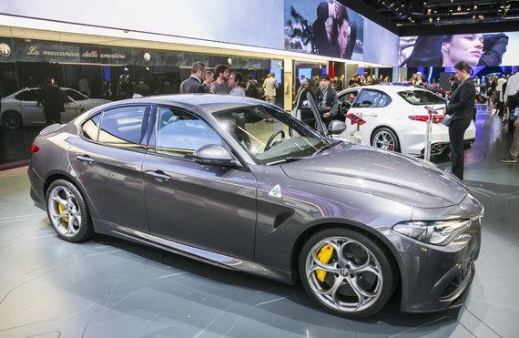 """Luko Balandžio/15min.lt nuotr./""""Alfa Romeo"""" stendas Frankfurto automobilių parodoje"""