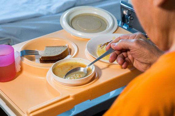 Luko Balandžio / 15min nuotr./Pacientų maisto tikrinimas Lazdynų ligoninėje